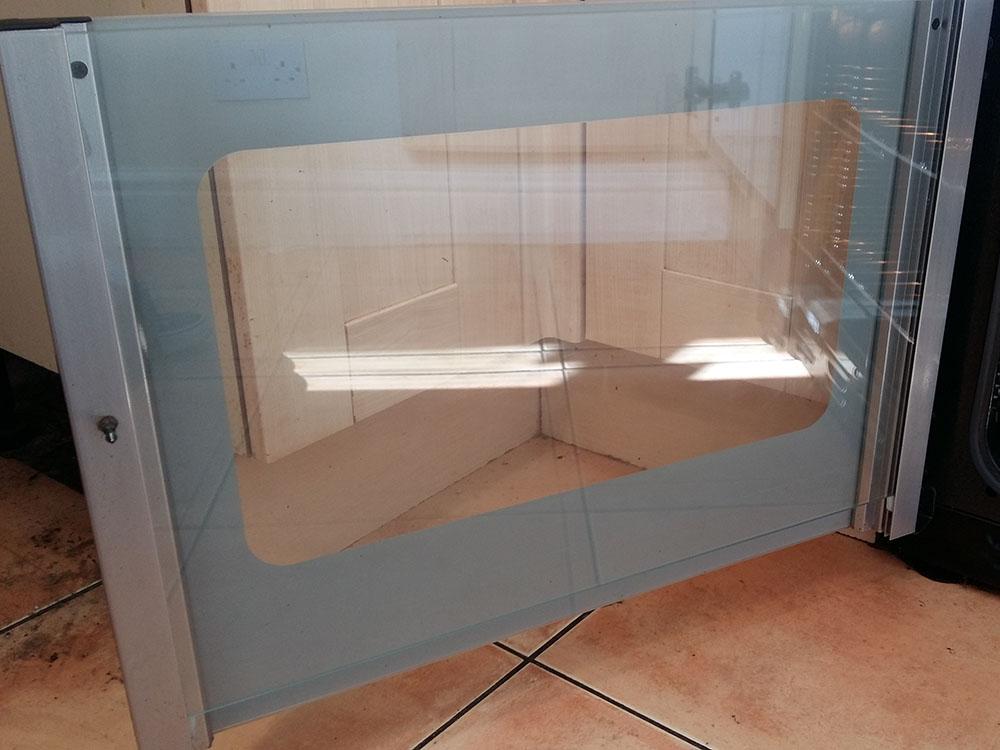 Clean oven door